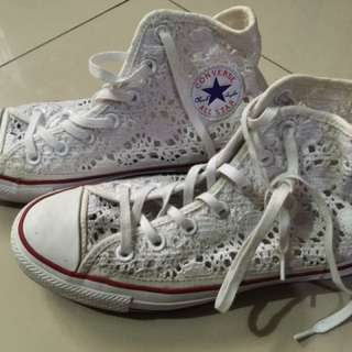 Converse embroidered white rubbershoes