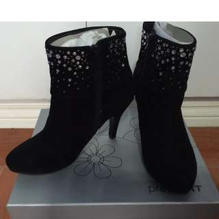Stylish black boots size 7 pre-loved: REPRICED
