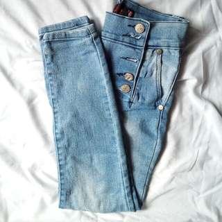 Jeans kancing samping