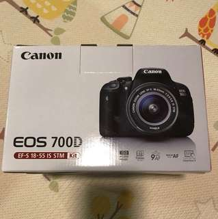 BNIB EOS 700D 18-55 IS STM Kit