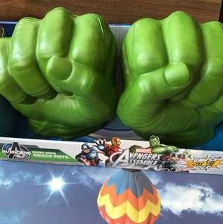Hasbro Avengers initiative Gamma Green Smash Fists Hulk gloves smash fist