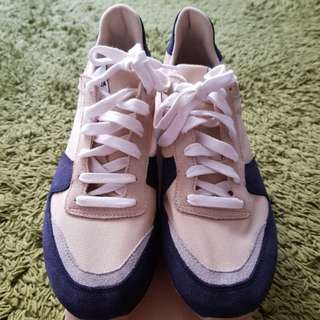 Novesta Marathon navy sneakers