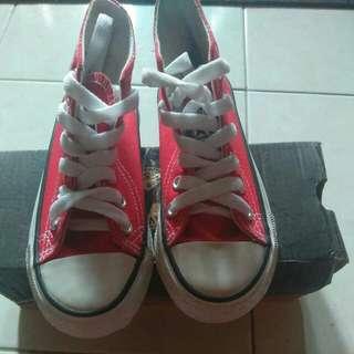 kasut converse ( saiz 25 merah)