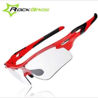 ROCKBROS 2 Lens Bicycle Polarized Photochromic Sun Glasses Clear Tawny Color with Myopic/Nearsighted Frame Red Color