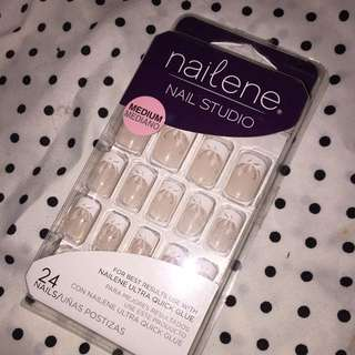 24 adhesive nails medium w glue