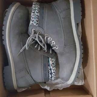 Kid boots