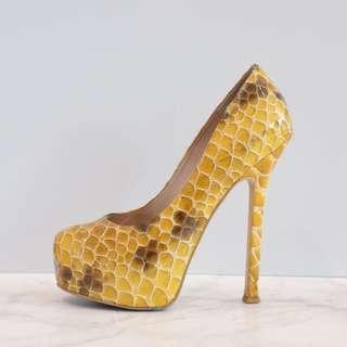 Heels size 35
