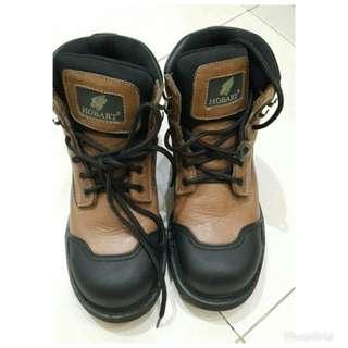 Sepatu boots Hobart