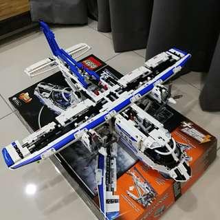 LEGO Technic 42025 Cargo Plane
