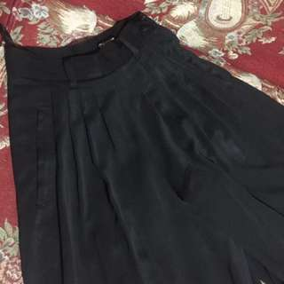 Celana Culotte Hitam turun harga