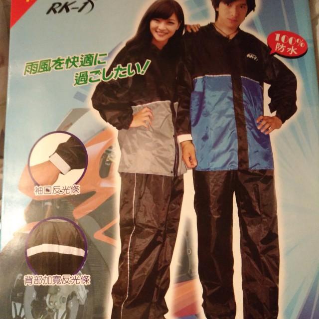 男生套裝式雨衣,買太大,便宜賣