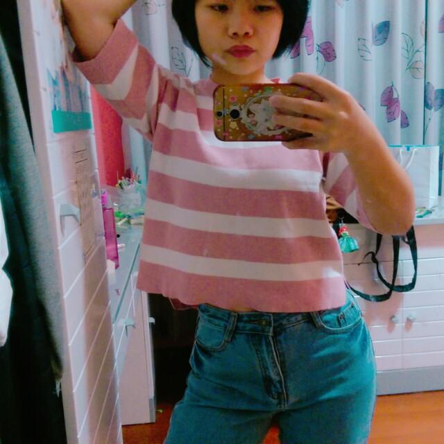 粉色針織衫