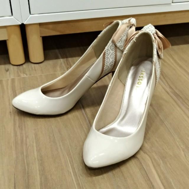 米白色細跟高跟鞋