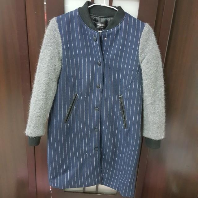正韓 長版直條紋袖拼接毛料棒球外套