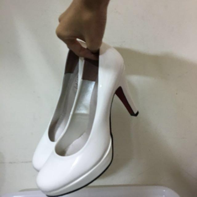 白色 亮面高跟鞋👠