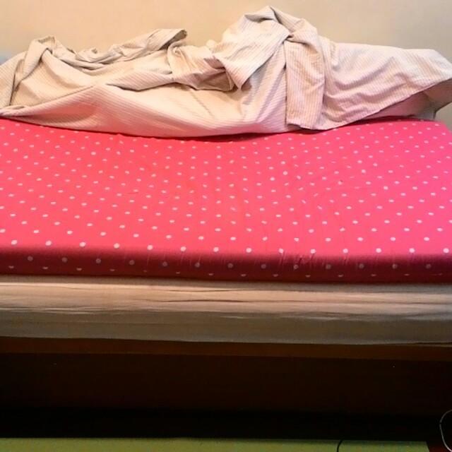 家裡裝潢 二手床具出清(記憶床墊/厚床墊/木頭床架)