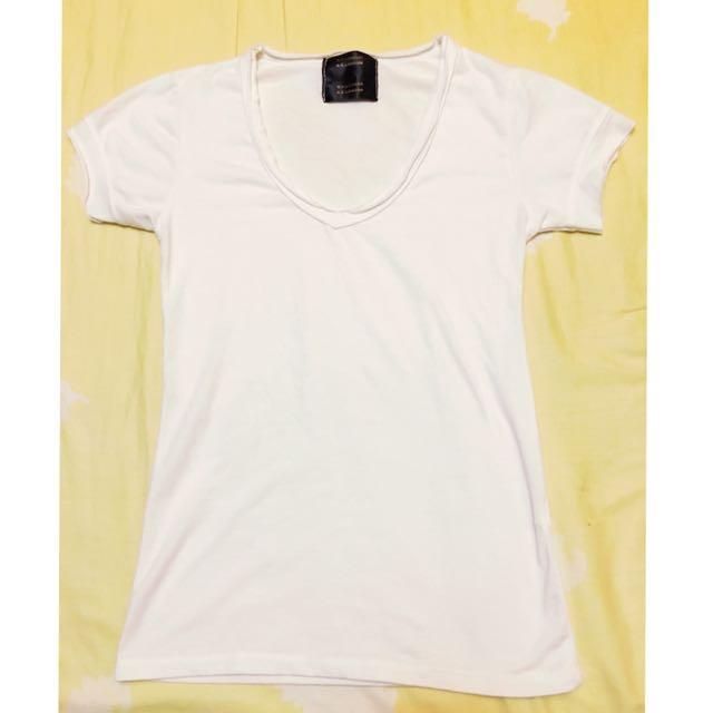 白 T-shirt