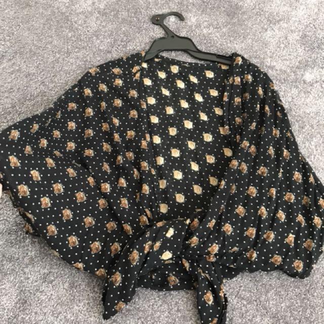 Black tie top or kimono