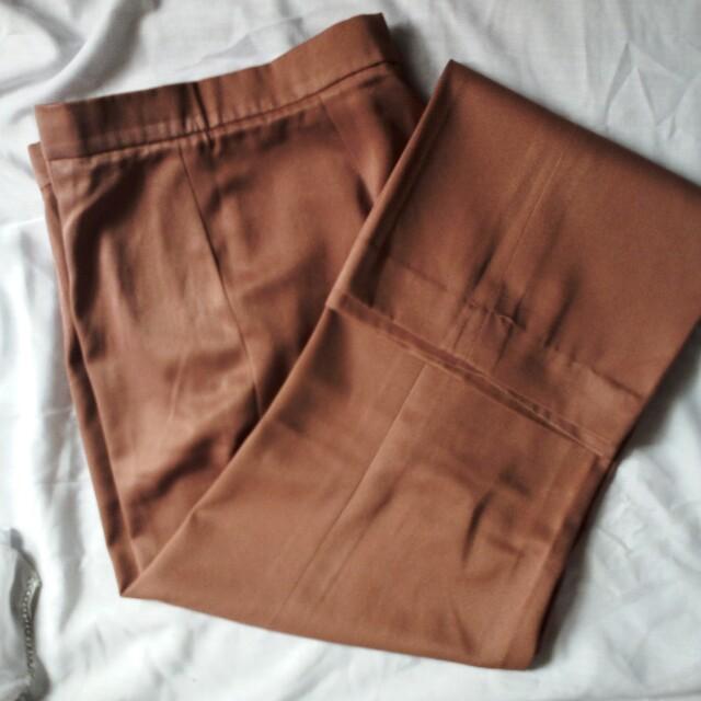 Celana warna Caramel