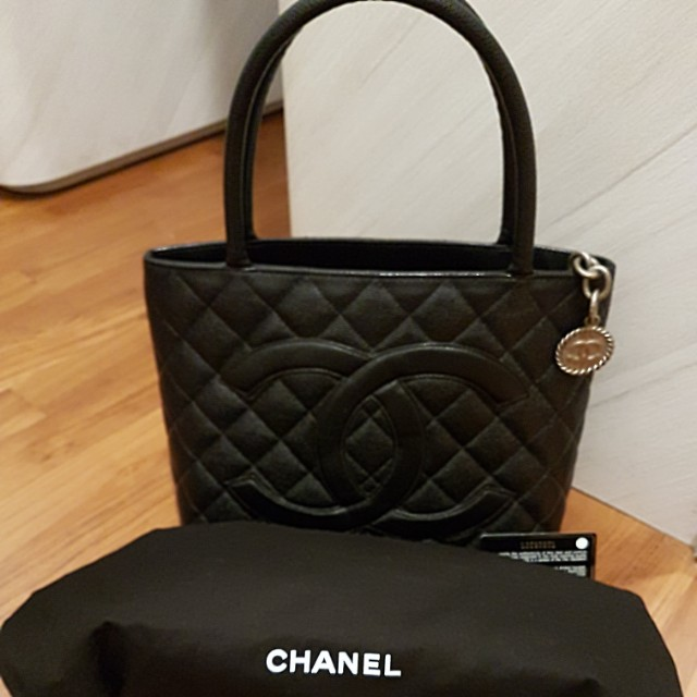 0aa37ab9cf18b Chanel 😙Medallion Tote Bag