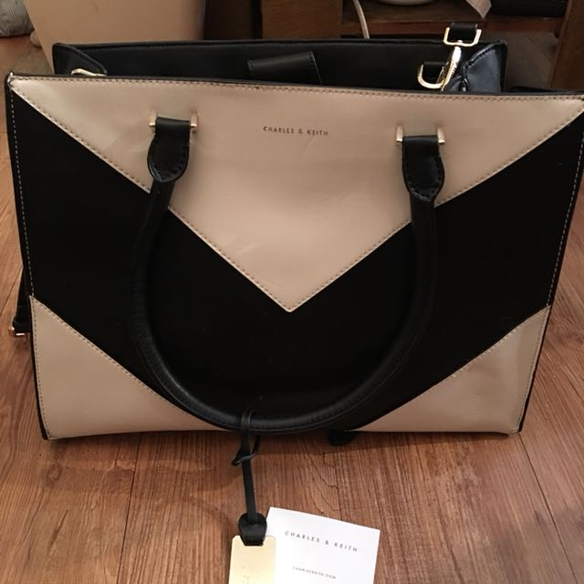 Charles Amp Keith 肩背包 小ck Luxury Bags Amp Wallets On Carousell