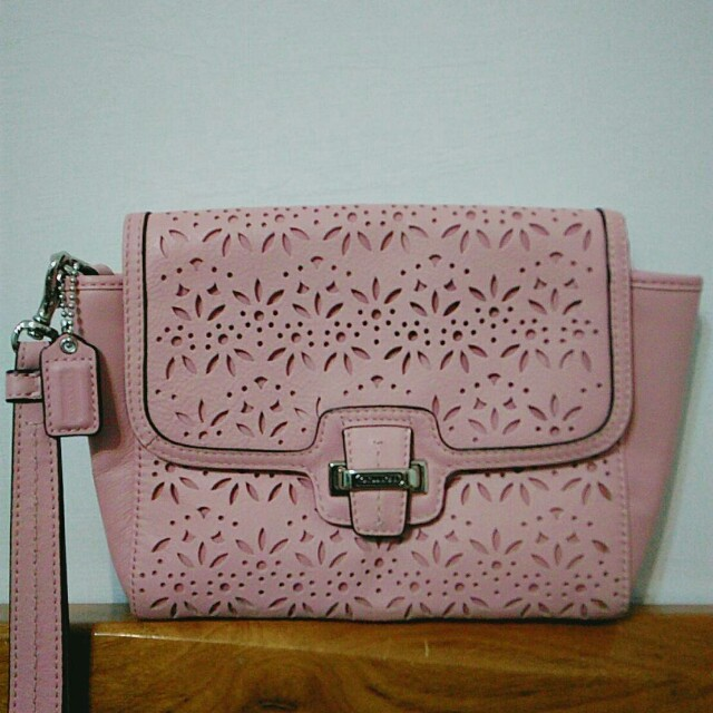 COACH 粉色手拿包