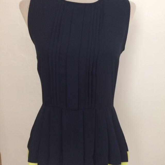 formal sleeveless wear
