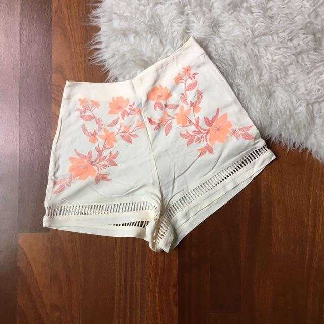 H&M Coachella Highwaisted floral shorts