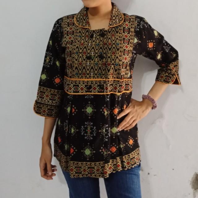 Kemeja Batik Modern Wanita