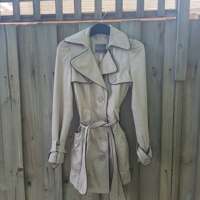 LONDON LIPSY size 6 nude colour jacket