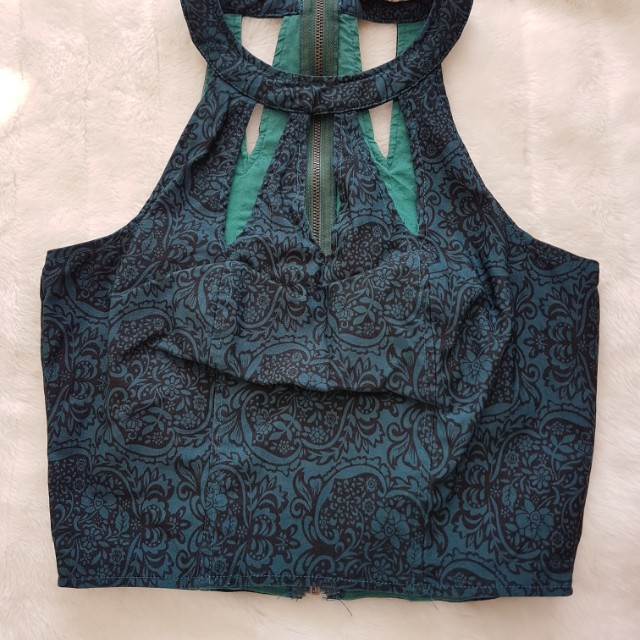 Mooloola - Green stretchy crop top - Size 8