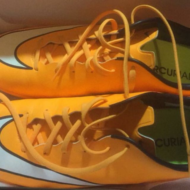 Nike mercurial victory football boots