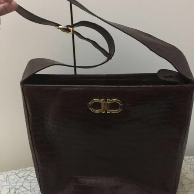 (Reduced)💯Authentic Salvatore Ferragamo Sling Bag d8ed8702073a9