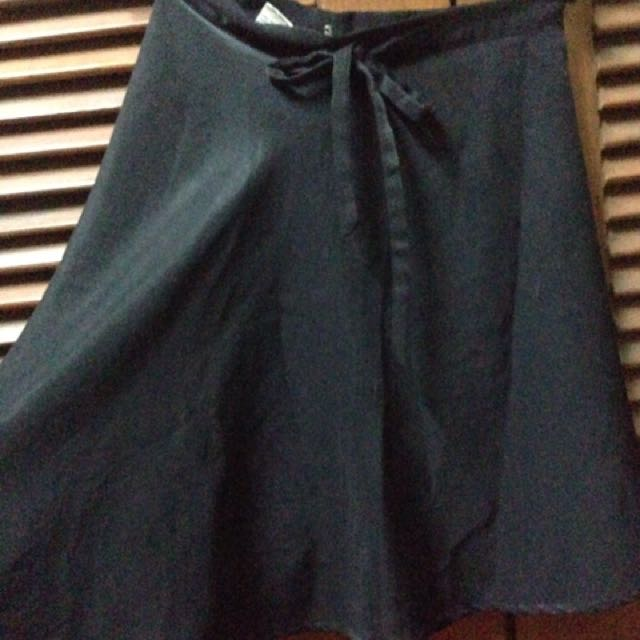 Rok high waist hitam