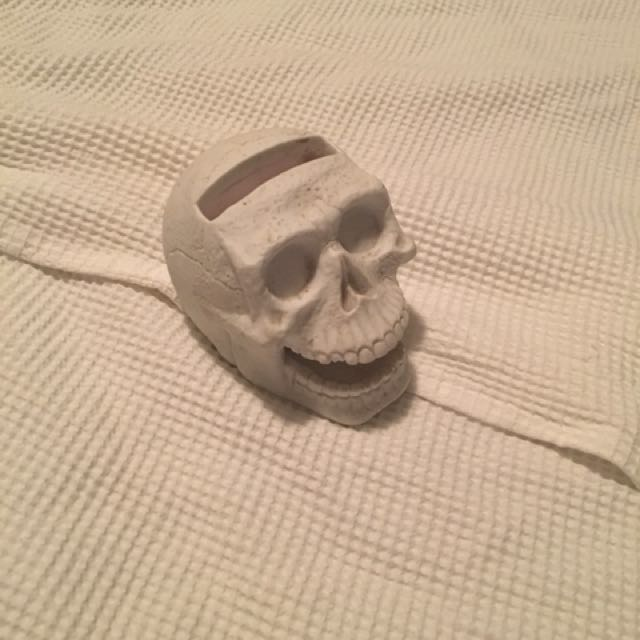 Skull phone holder