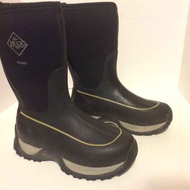 The Muck company boys youth size 4 winter boots