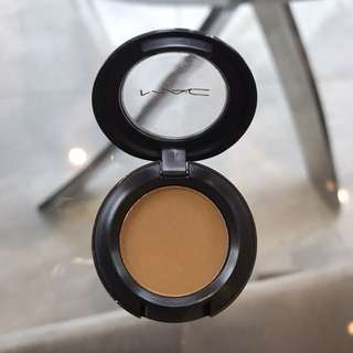 "Mac Eyeshadow in ""natural wilderness"""