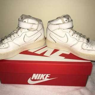 Boys sz 5 Nike Air Force ones