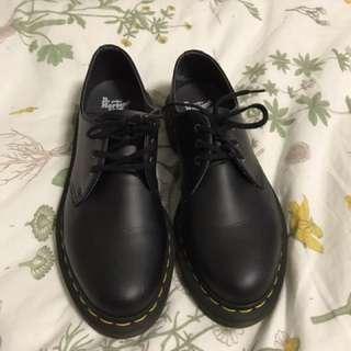 Vegan Doc Marten Shoes Size 6 men 7 ladies