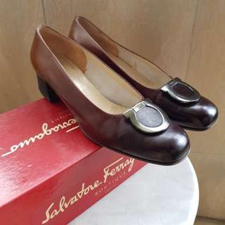 Ferragamo Heels in beautiful gradient brown shade