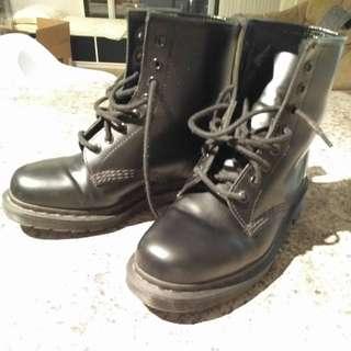 Dr Marten's Blackout 1460 boots Sz 8