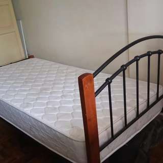 SINGLE Metal and wooden bed with mattress