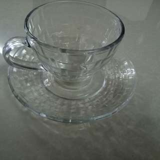 12 pc set - 6 cup and 6 saucer set - hardly used - comes with box