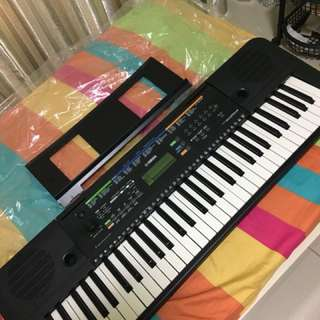 Yamaha piano (keyboard) psr e253