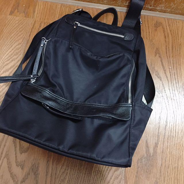 尼龍黑色後背包(可裝13吋電腦)