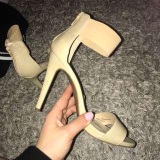 Soda nude heels size 7
