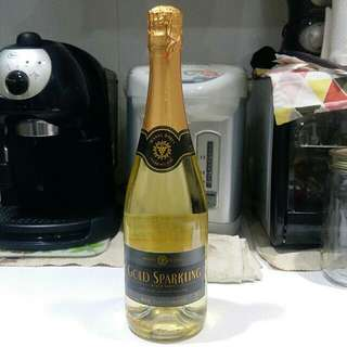 Manns Wine ~ Gold Sparkling Wine (Black label)