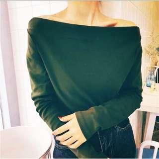 🚚 秋冬款 全新 現貨 深綠色 一字領 素面上衣 平口露肩挖肩 顯瘦修身必備