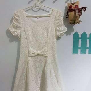 dress putih brukat, merk cache cache. LD = 86, LP=74, P= 80