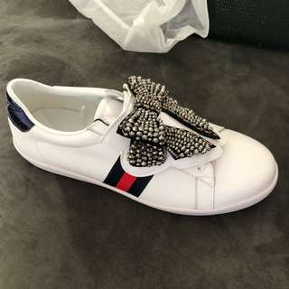 Crystal bow sneakers
